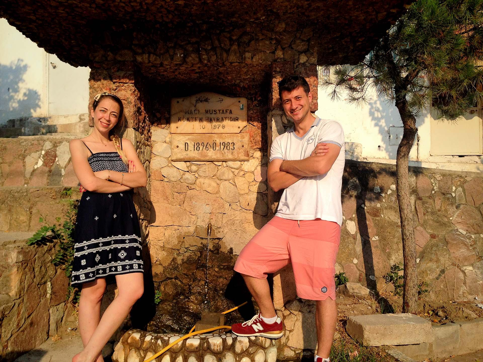 Elif ve Ben Pelitköy'de Dedemin Çeşmesinin Başında