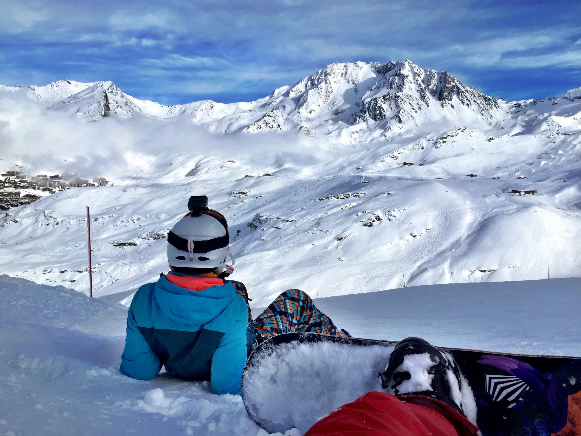 Hanım'la Alplerin eşsiz manzarası karşısında pistin kenarında durup birşeyler içmek çok keyifli.