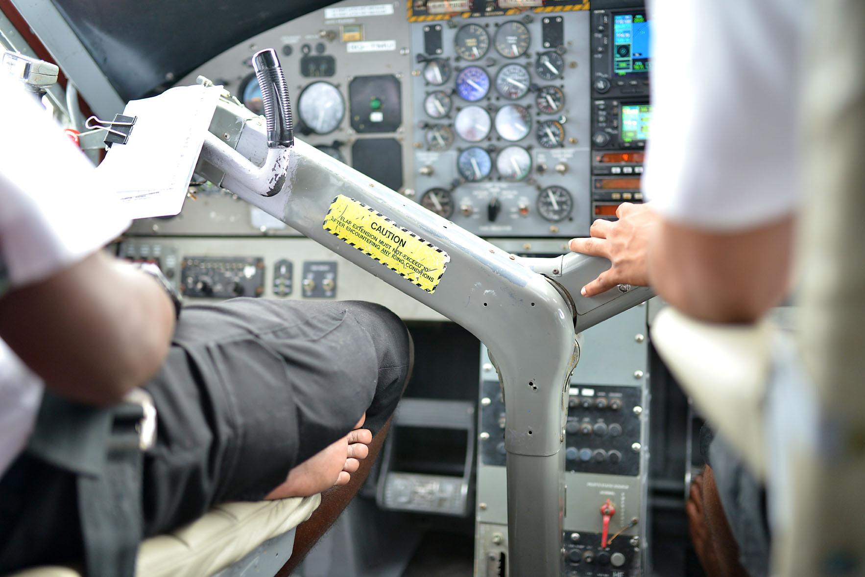Maldiv havayollarında yalın ayak uçuluyor :)