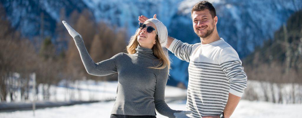 İsviçre St. Moritz'in Dağlarında Güneşe Karşı